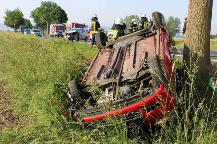 Drei Verletzte und zwei total beschädigte Autos nach Unfall in Blasheim