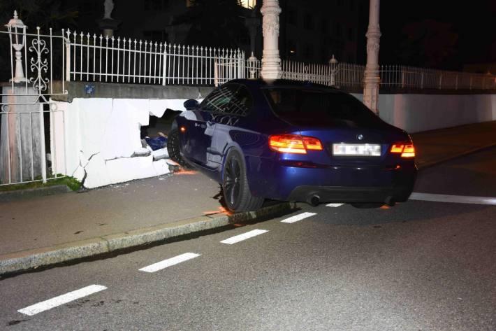 In Goldach SG ist ein 27-Jähriger mit dem Auto verunfallt. Er wurde als fahrunfähig eingestuft.