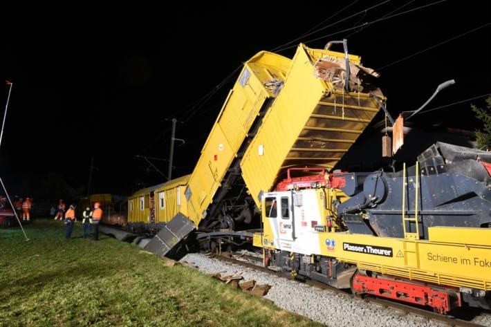 In Cazis GR kam es letzte nacht zu einem Bahnunfall mit grossem Sachschaden.