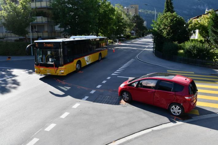 In Chur GR kam es gestern zu einer Kollision zwischen einer Automobilistin und einem Postauto.