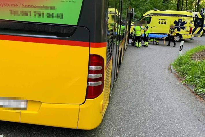 In Dornach zog sich der Motorradfahrer Verletzungen zu, die eine Einweisung in ein Spital erforderlich machten
