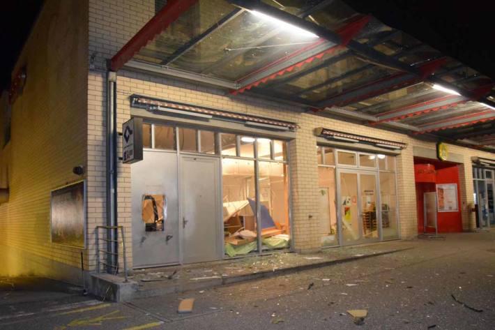 Der Bankomat wurde in Solothurn durch die Sprengung komplett zerstört und am Gebäude entstand erheblicher Sachschaden