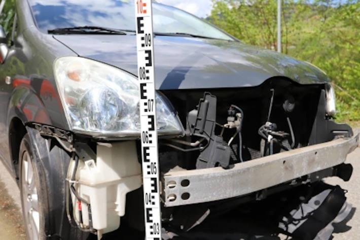 Beschädigtes Fahrzeug nach Unfall auf der St.Josefen-Strasse