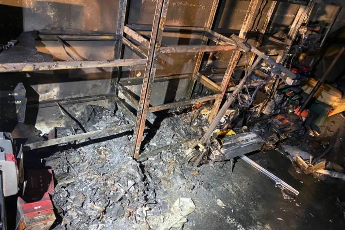 Der Brand soll durch einen Akku ausgelöst worden sein.