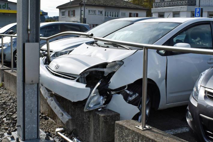 Alkoholisierter Autofahrer verursacht Selbstunfall