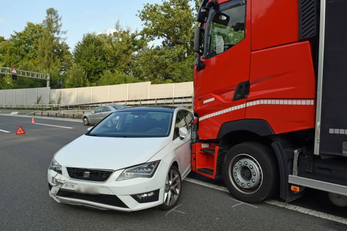 Zwei Personen bei Unfall verletzt