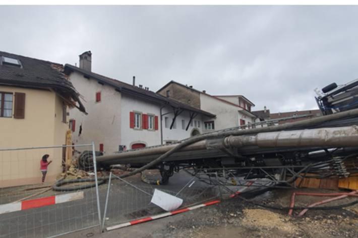 Beim Arbeitsunfall in Denges VD von heute wurden zwei Häuser beschädigt.