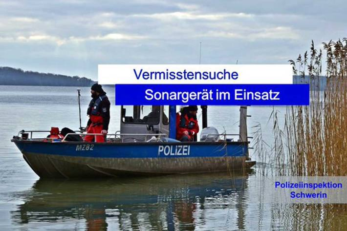 Heute suchten Taucher der Bereitschaftspolizei M-V den Uferbereich Schelfwerder mit einem Sonargerät ab