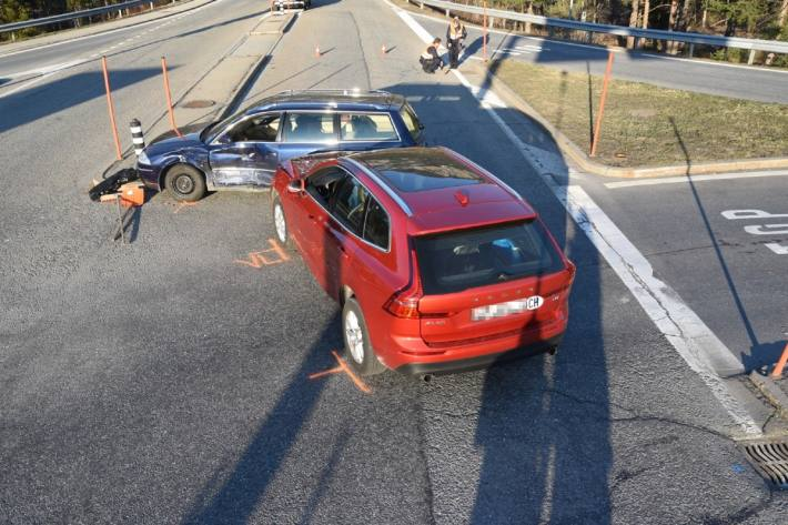 Zwei Verletzte beim Verkehrsunfall gestern auf der A13 bei Thusis GR.