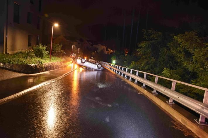 In Weesen SG kam es heute nacht zu einem Unfall mit einem 18-Jährigen.