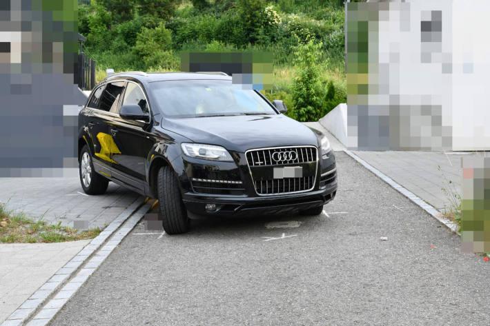 Beim Manövrieren wurde ein 14 Monate alter Knabe von einem Auto in Rümikon erfasst