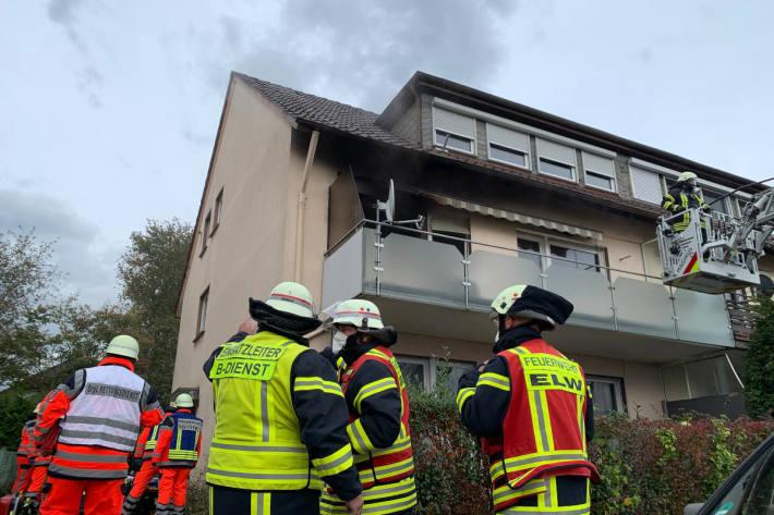 Mensch stirbt bei Wohnungsbrand