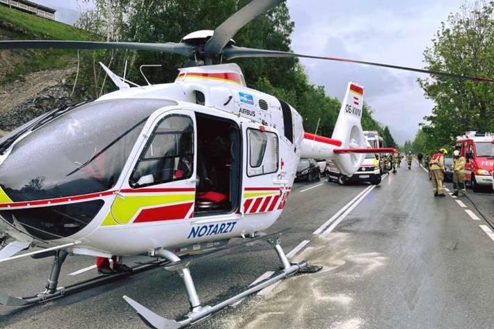 Auf der Pass Thurn Straße kam es bei der Unfallaufnahme teilweise zu einer Totalsperre