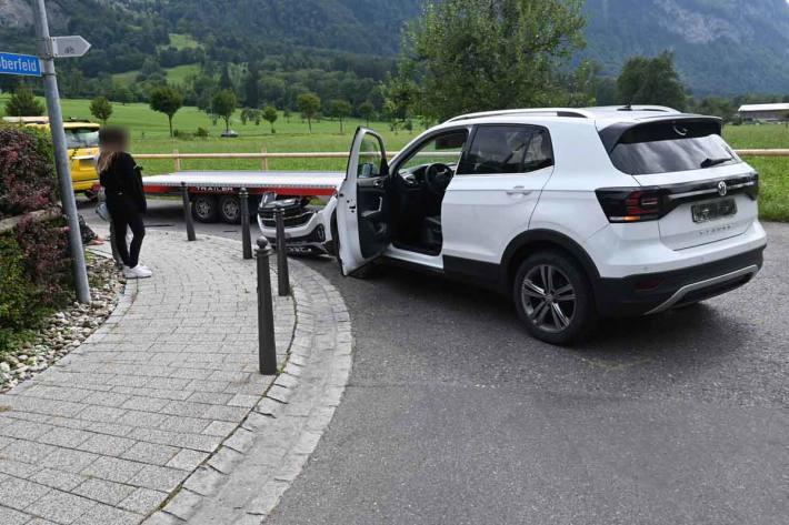 Kollision mit Fahrzeugtransportanhänger in Triesen