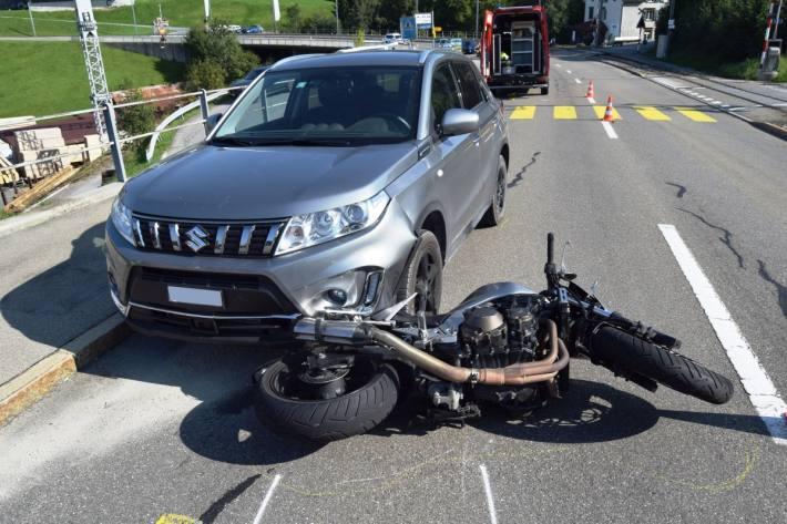 Der Motorradlenker sprang gestern in Speicher AR vom Töff ab.