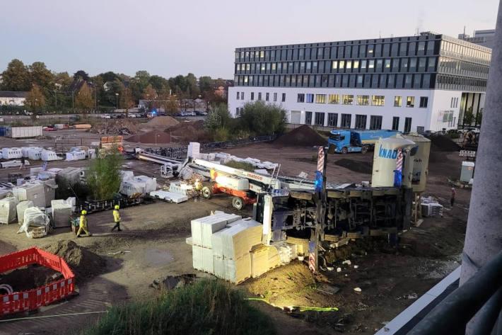 Unfall mit mobilem Baukran in Ratingen