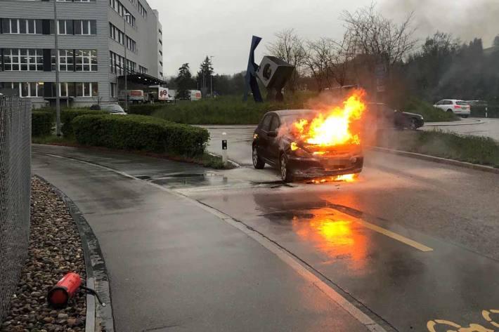Brennendes Auto in Oberbüren