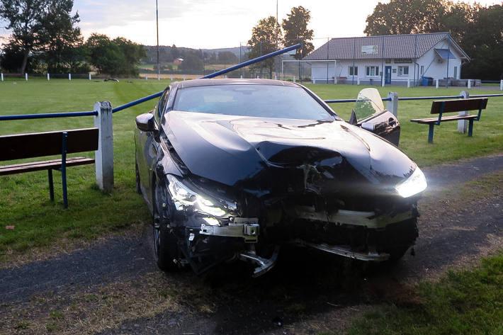 Unfall mit BMW gebaut und abgehauen in Hungen