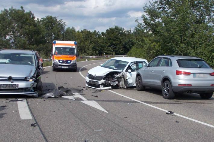 Bei Verkehrsunfall drei Personen verletzt bei Neustadt