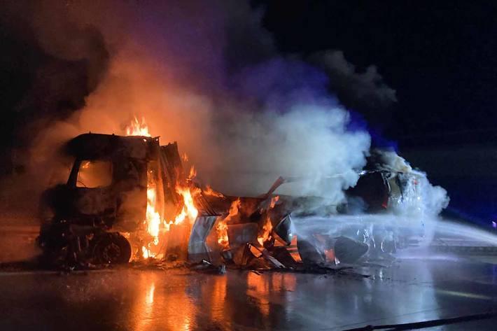 Vollsperrung der A61 wegen brennendem Lkw