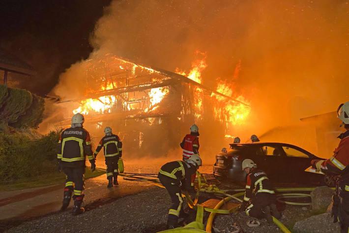 Scheune brennt komplett nieder – mehrere Tiere verendet – Hitzkirch LU