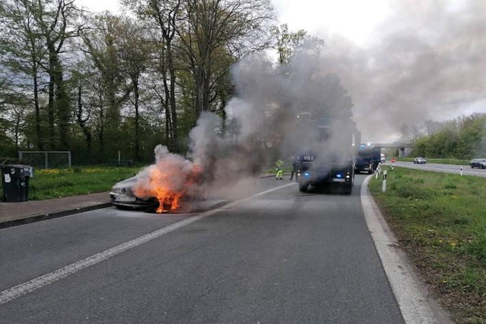 Bundespolizei hilft bei Löscharbeiten auf der A1 bei Ascheberg
