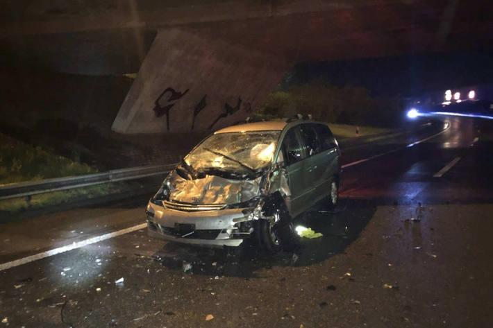 Unfallfahrzeug auf der A12 bei Matran