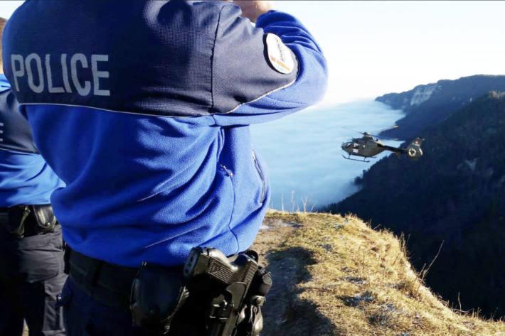 Die Polizei fahndet in Neuenburg nach drei unbekannten Tätern. (Symbolbild)