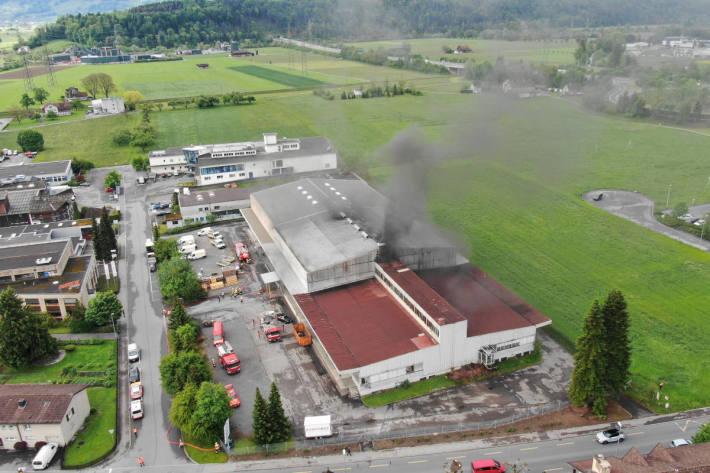 Hanfpflanzungskonstruktion zusammengebrochen und in Brand geraten