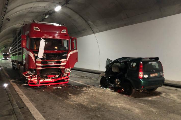 Beim schrecklichen Unfall auf der A3 bei Unterterzen ist ein Mann gestorben.