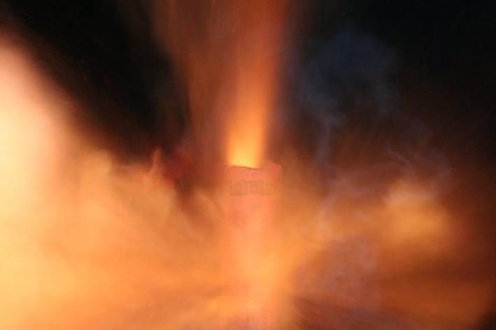 Entscheidend ist, dass Raketen kontrolliert aus gut verankerten Abschussstäben oder -rohren und nie direkt aus der Hand abgefeuert werden (Symbolbild)