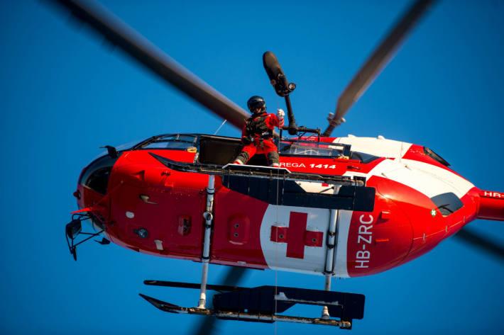 Die Velofahrerin aus Schaffhausen wurde mit einem Rettungshubschrauber in ein Spital geflogen (Symbolbild)