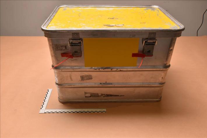 Eine solche Kiste haben die Täter bei ihrem Überfall zurückgelassen.