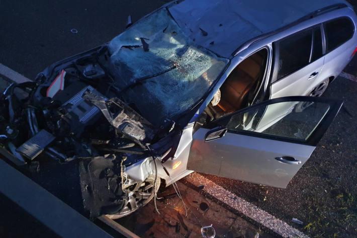 Unfallfahrzeug auf der B41 in Bad Kreuznach
