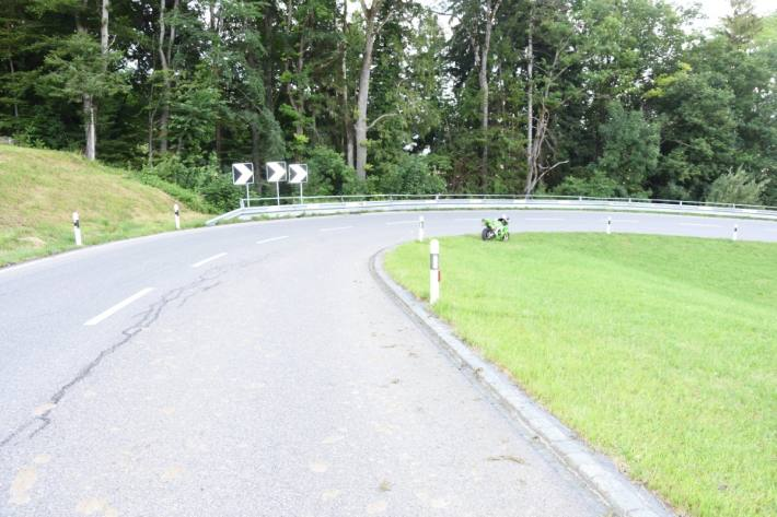Im Kanton St. Gallen verletzte sich gestern eine Motorradfahrerin beim Sturz in Altstätten.