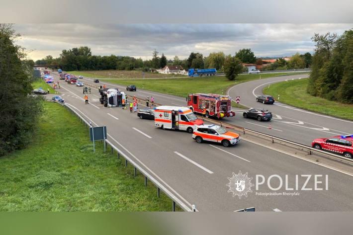 Lkw Unfall auf der B9 bei Oggersheim