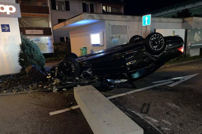 Schwerer Verkehrsunfall mit 3 Verletzten in Flamatt