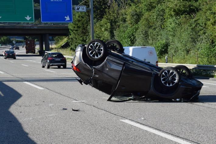 Bei einem Unfall gestern in Egerkingen verletzte sich der Autofahrer.