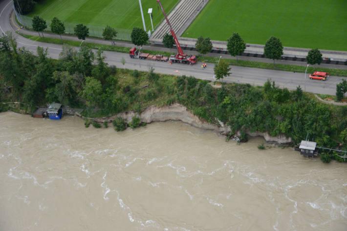 Hangabbruch wegen Hochwassers an der Grenzacherstrasse in Basel