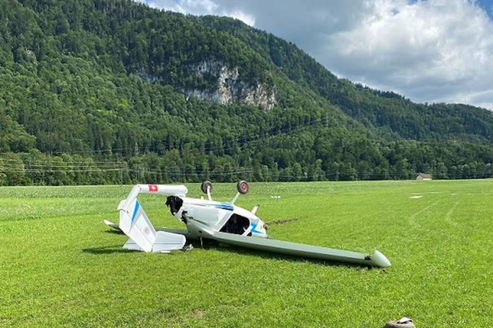 Eine verletzte Person bei einem Flugzeugabsturz