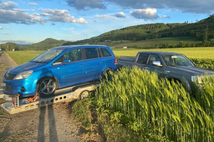 In Zeiningen AG kam gestern eine Fahrzeugkomposition von der Strasse ab.