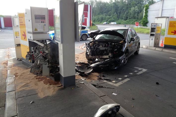 Unfall auf Tankstelle in Bochum