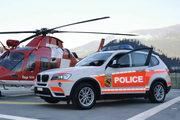 Symbolbild Helikopter und Einsatzfahrzeug