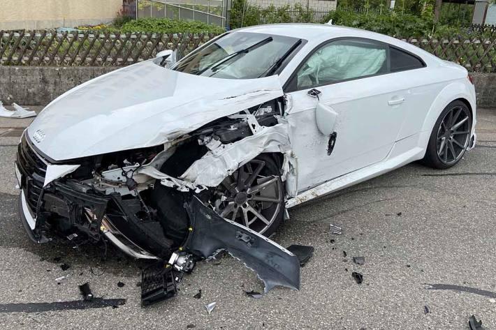 An den Fahrzeugen entstand Sachschaden in der Höhe von mehreren tausend Franken