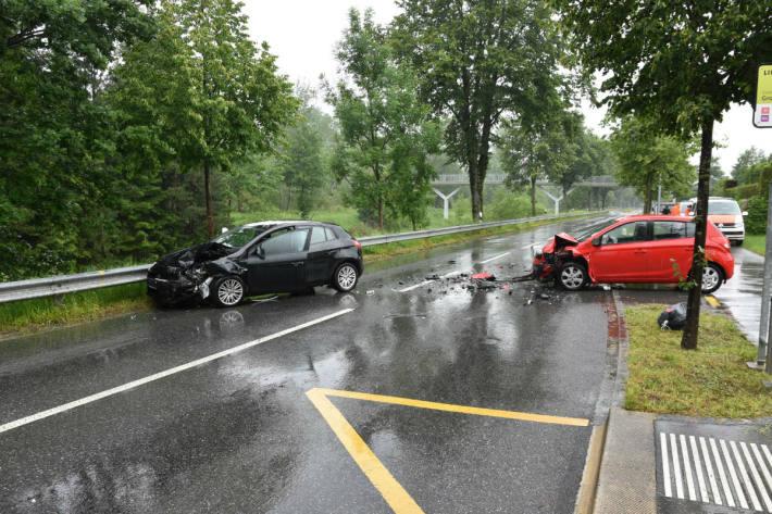 Der Unfallverursacher verletzte sich.