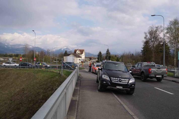 Gestern ist ein Mitarbeiter der Zollverwaltung beim Grenzübergang Oberriet von einem Auto mitgeschleift worden