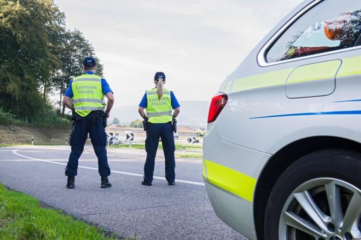 In Reinach AG missachtete gestern ein Auto das Haltezeichen der Polizei.