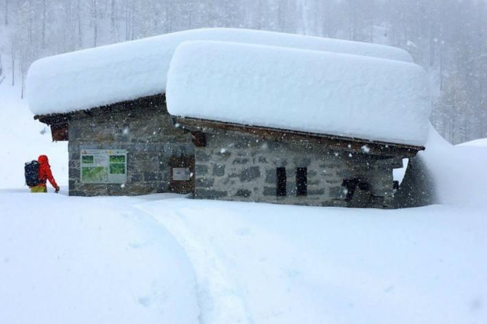 Viel Novemberschnee auf der Alpe di Valleggia, Val Bedretto, 1751 m. (22.11.2019)