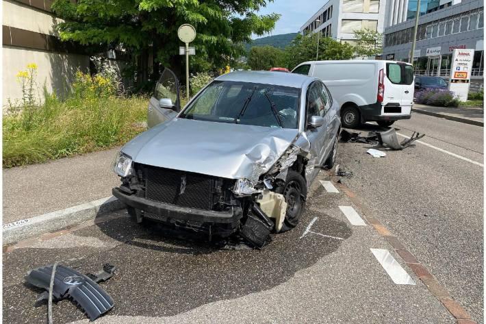 Heute kam es in Reinach BL zu einer heftigen Frontalkollision.