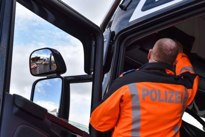 In Oberbüren SG wurde ein Lieferwagen kontrolliert. (Symbolbild Kontrolle)